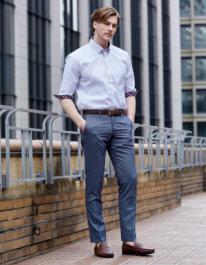 絶妙な袖丈のノーアイロンシャツスタイル