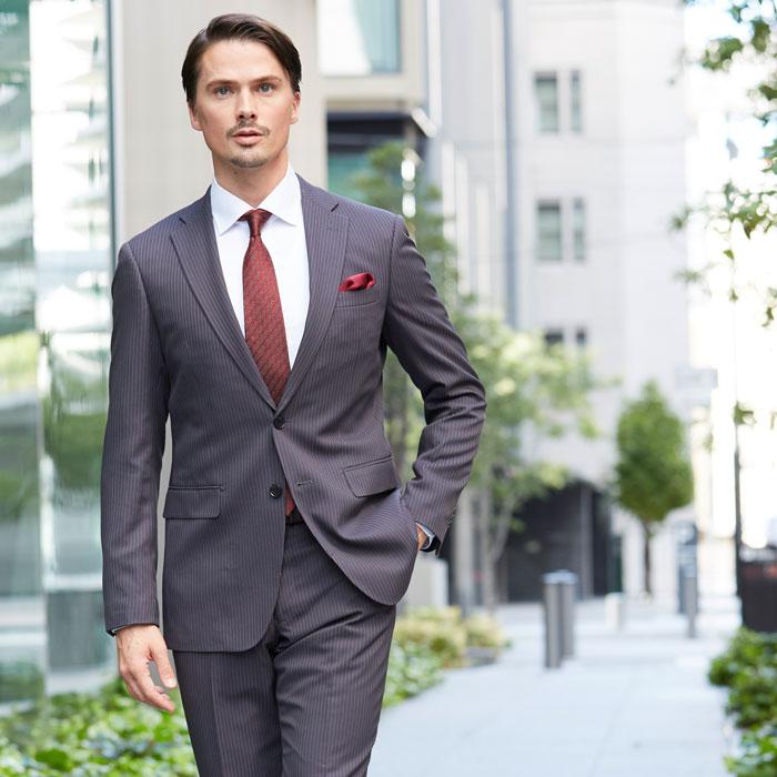 ビジネス向きスリムフィットスーツ