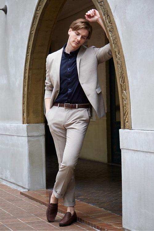 ポロシャツ休日スーツスタイル